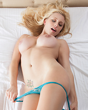 Sexy picture of Kari Nautique